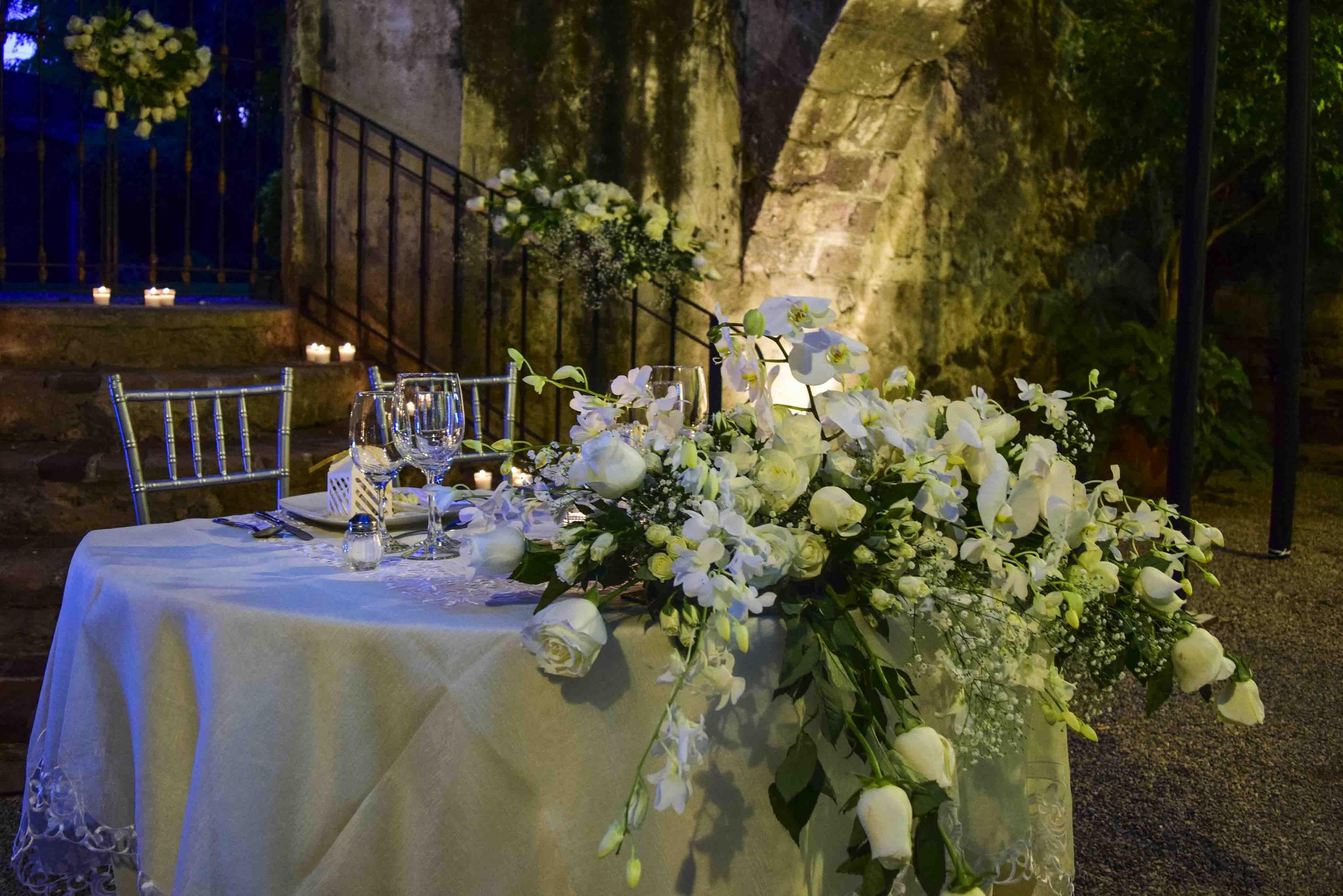Arreglo Floral Principal Rosas Y Orquídeas Mesa De Novios