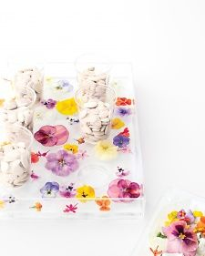 Get the how-to for this flower ice tray.
