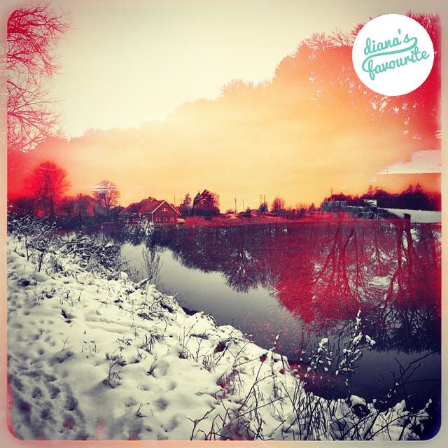 Via @hemmetti :)   #DianaPhotoApp #DianaPhoto #DianaApp #PhotoApp #doubleexposure #art #vintage #camera #photo #autumn #winter #lake #village #mood