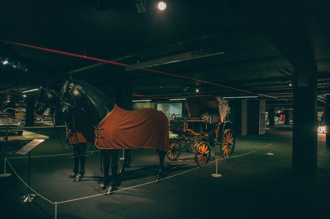 25 Photos Of The Heydar Aliyev Center S Classic Car Exhibit In Baku Azerbaijan Classic Cars Photo Classic