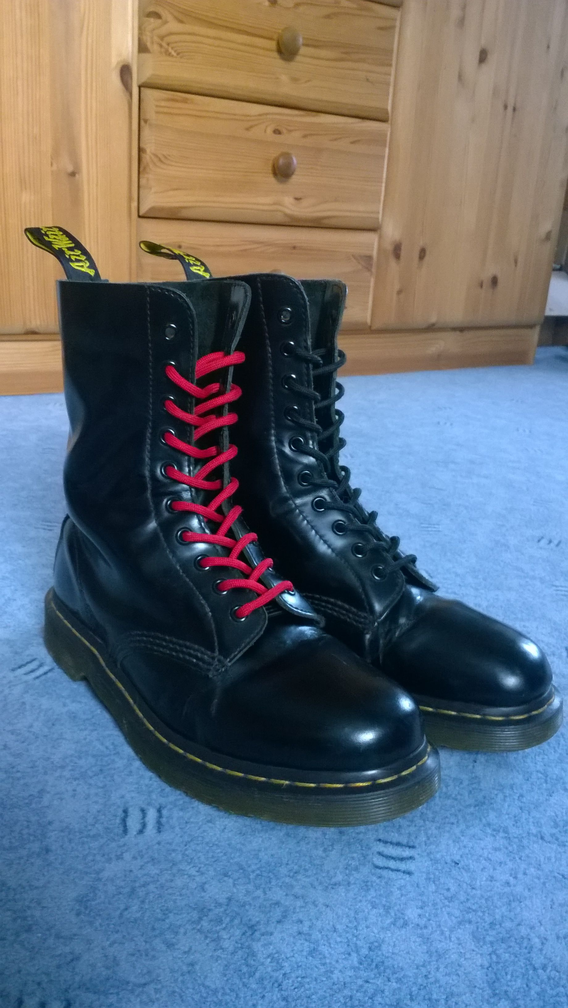 Dr. marten Boots 1490 black/red laces