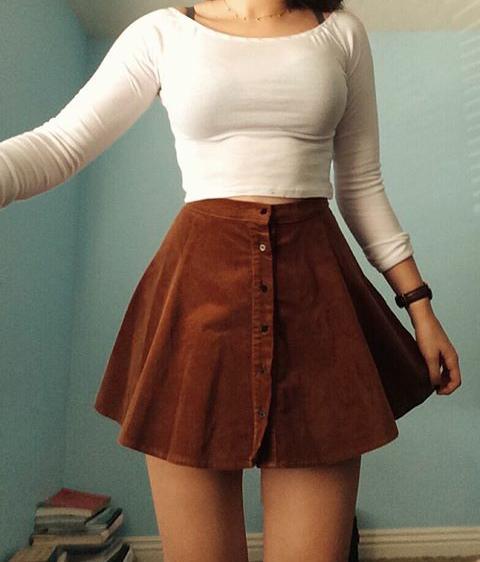 negozio online 6933b bee30 Gonna marrone e maglia bianca semplice | cute dress | Donne ...