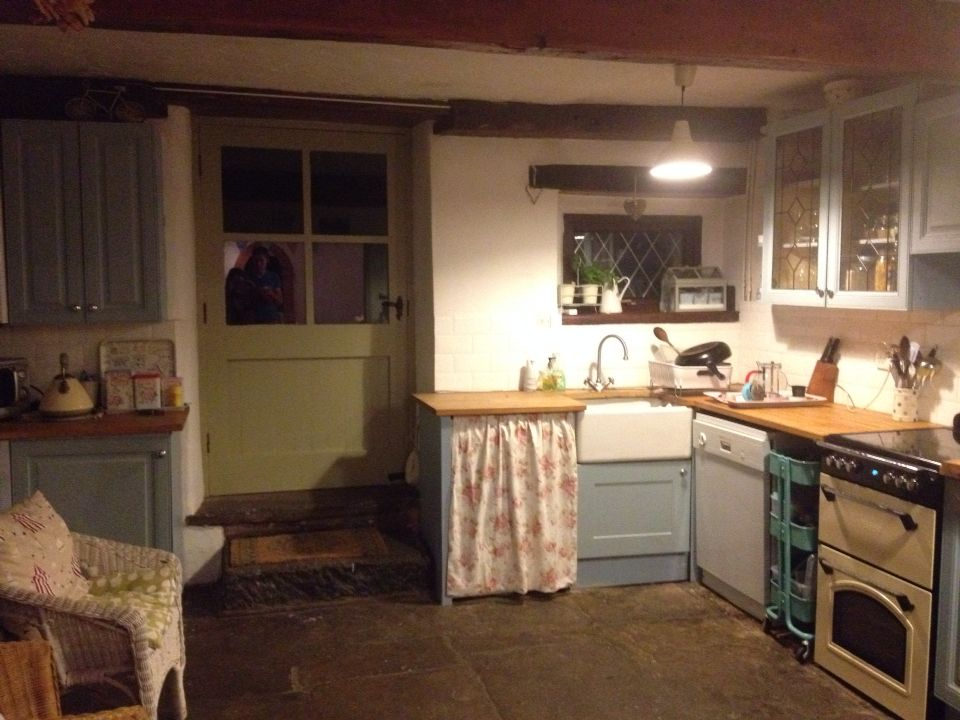 Best Country Kitchen Painted Units Lulworth Blue Farrow And 400 x 300