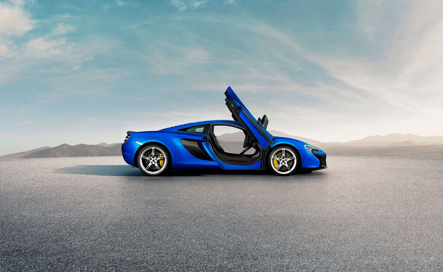McLarenu0027s 650S Is A New Contender In The Race Between Top Luxury Sports Cars