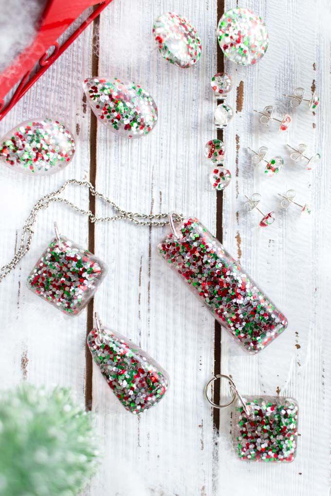 Photo of DIY Christmas Glitter Resin Jewelry