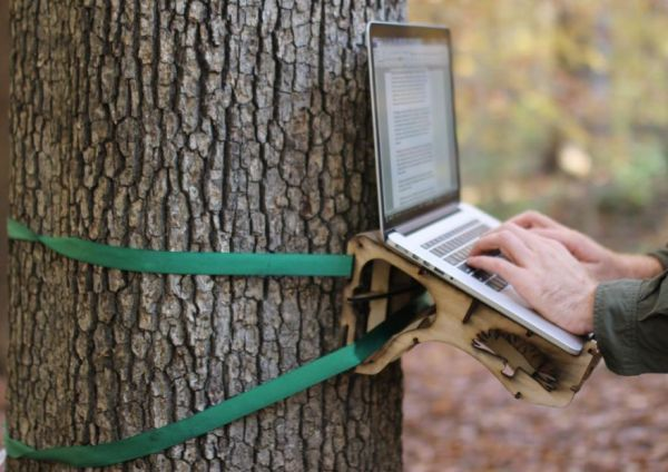 Outdoor Work Station Made Of Wood Straps Diy Standing Desk Wall Mounted Desk Desk