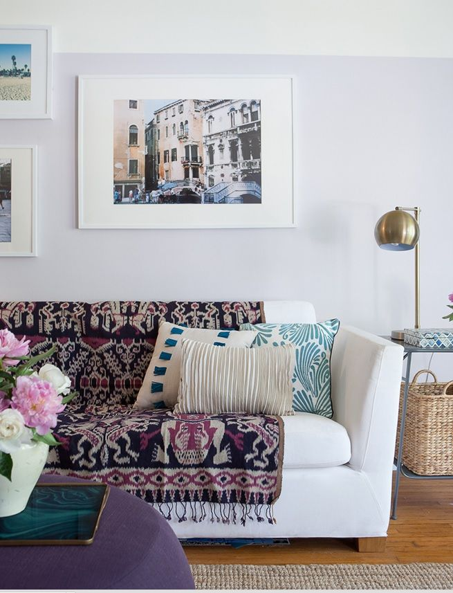 Living Room With Colourful Accessories (emily Henderson