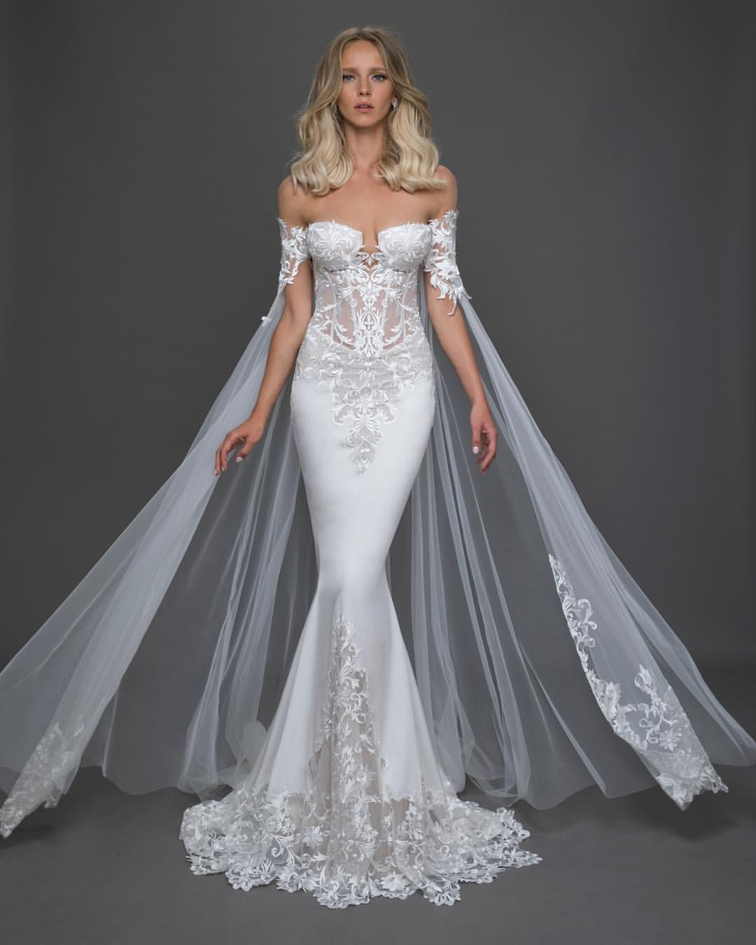Mi Piace 4 397 Commenti 34 Pnina Tornai Pninatornai Su Instagram This Cape Adds A Regal T Pnina Tornai Wedding Dress Wedding Dresses Bridal Dresses