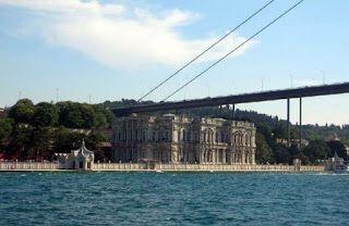 قصر بيلار بيه بيلار بيه Beylerbeyi وهو يقع في منطقة أوسكودار بالجانب الآسيوي من اسطنبول Landmarks Travel World