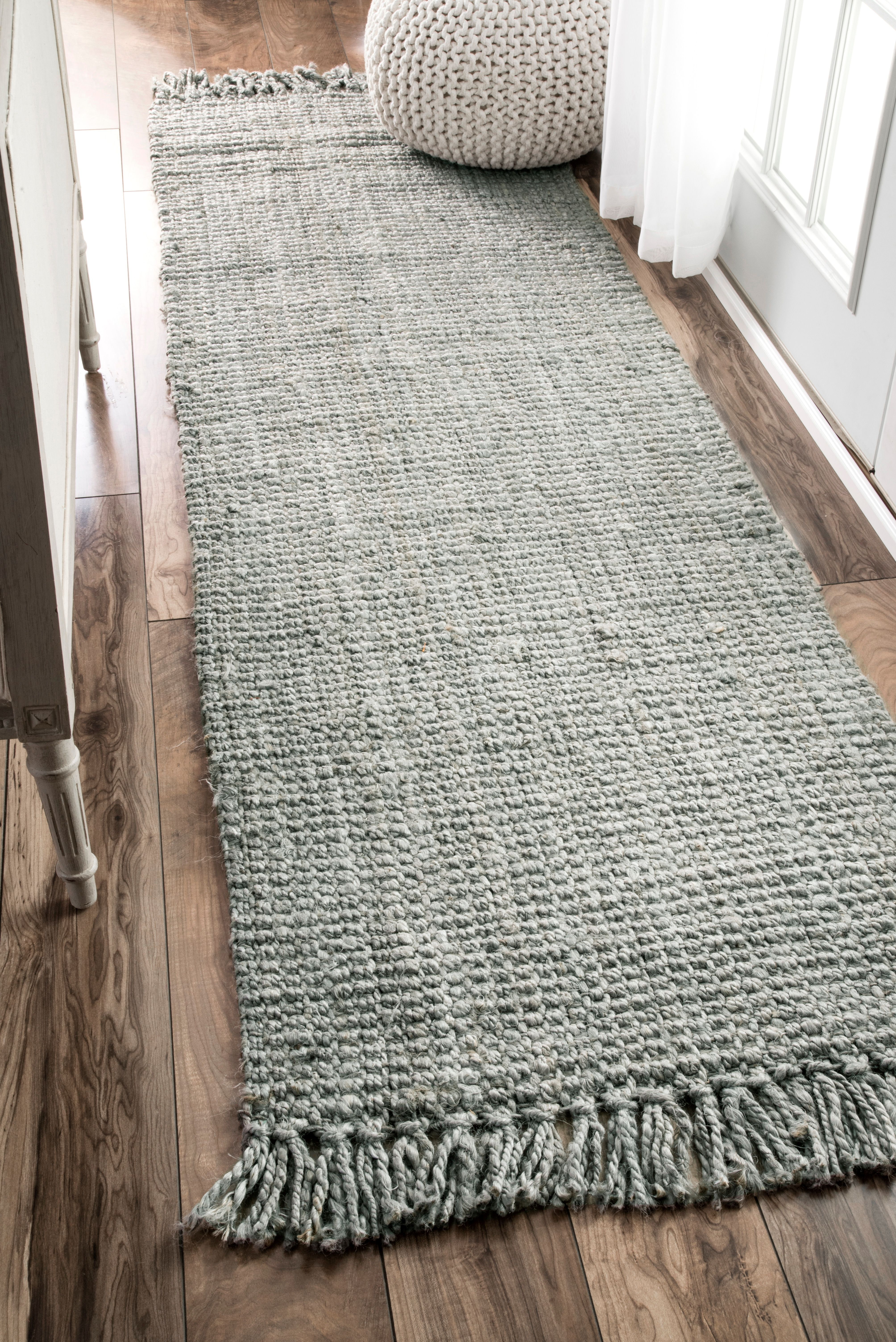 Eco Friendly Organic And Made Of 100 Percent Jute These Rugs Give A Rustic Earthy Feel To Your Surroundings Offered In Farm House Living Room Rugs Usa Rugs