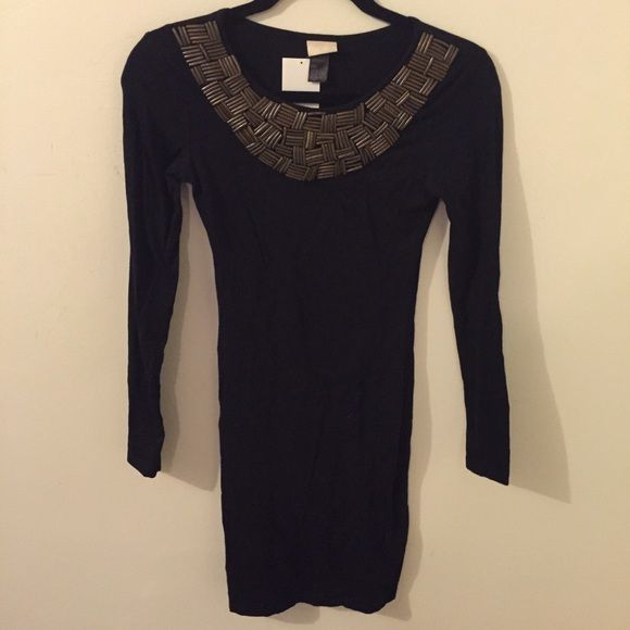 ✨Reduced✨ Dress w/ Embellishment Neckline - Black This is a sleek and fitted long sleeve dress, featuring an embellishment neckline. H&M Dresses