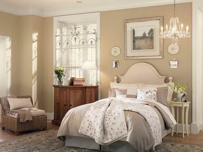 Wonderful Neutral Bedroom Ideas with Crystal Chandelier