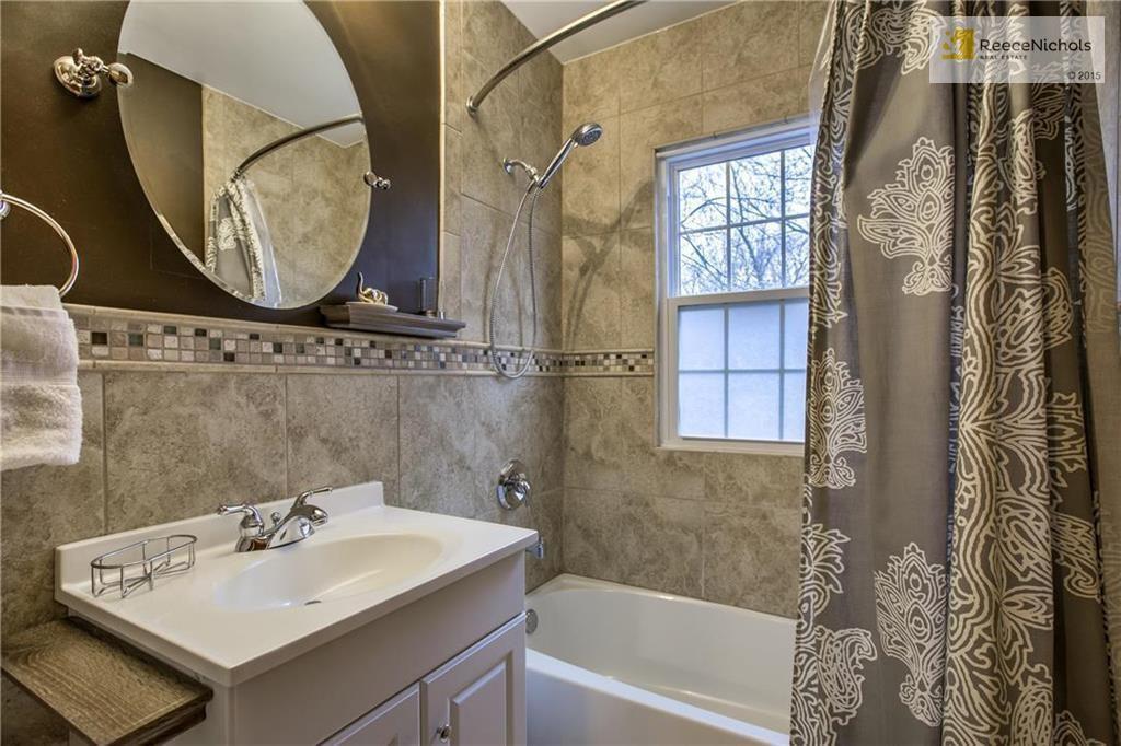 8114 Mercier St Kansas City Mo 64114 Mls 2090716 Zillow Mirror Bathroom Home Decor