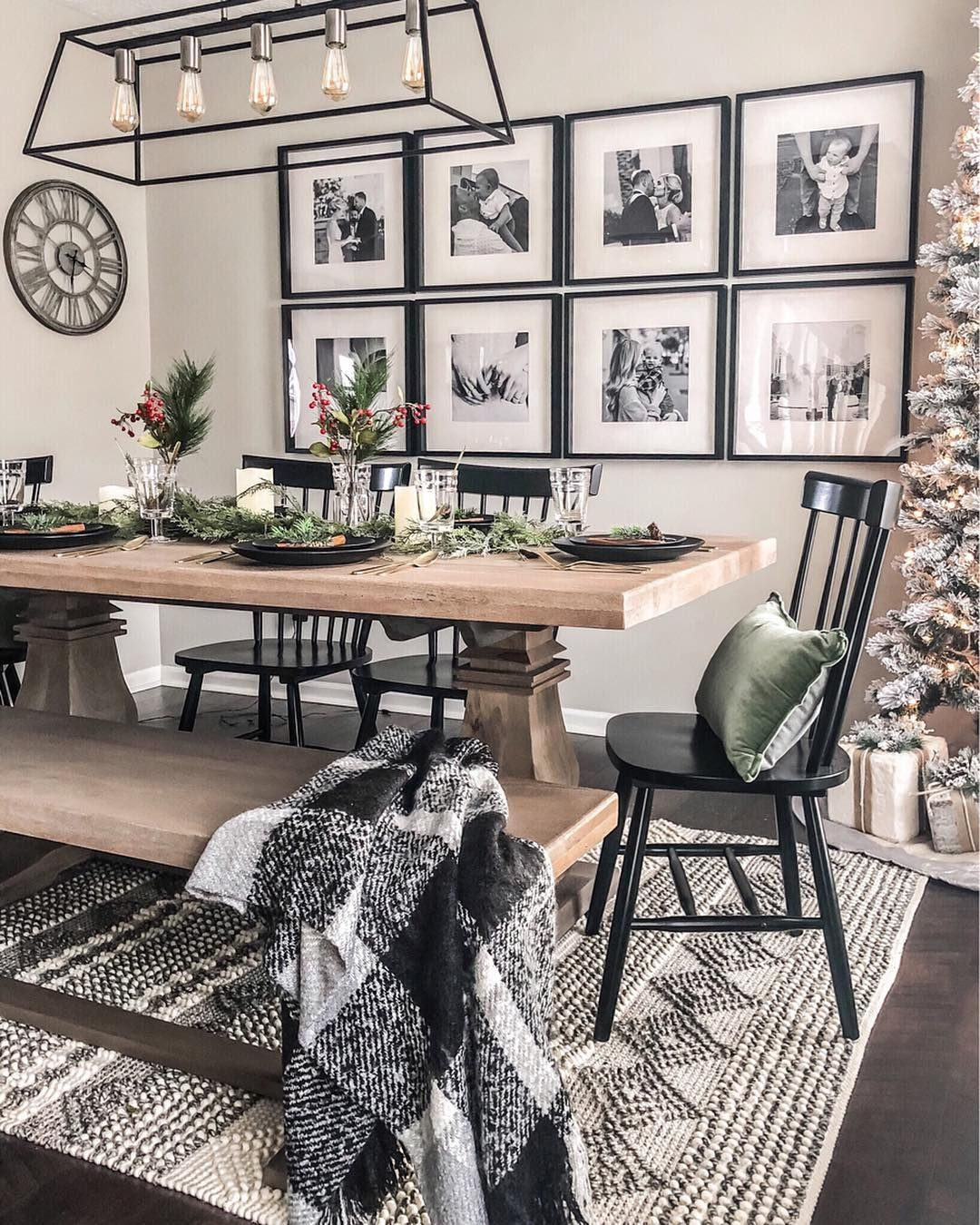 25 Casual Dining Room Wall Decor Ideas With Art And Paint Walldecorlivingroom Walldecorlivingro Farm House Living Room Casual Dining Rooms Black Dining Room