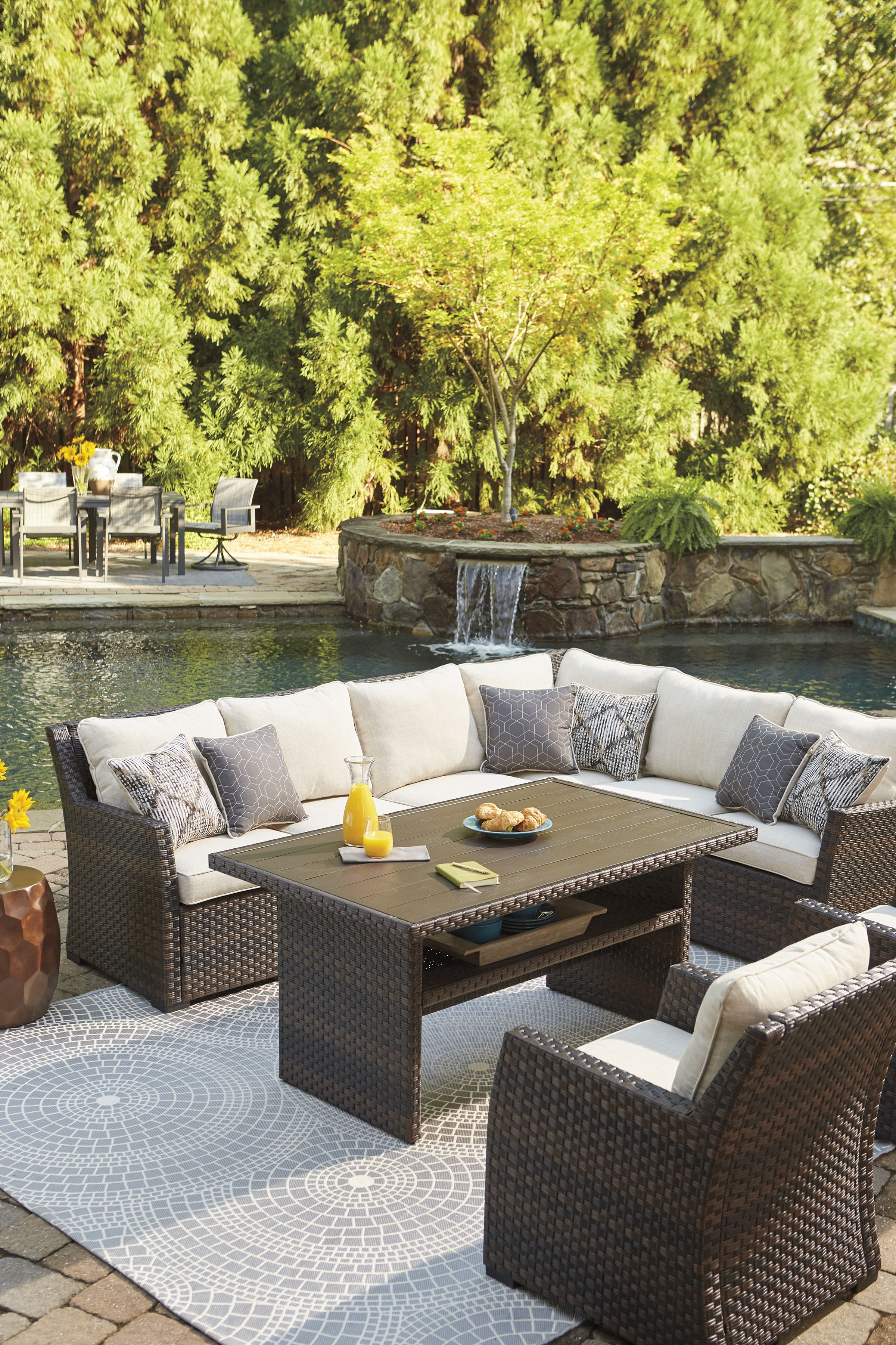 Easy Isle Outdoor Sectional Dining Table Collection In 2020