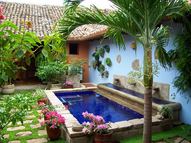Resultado de imagen de albercas granada casas peque as for Patios de casas modernas con piscina