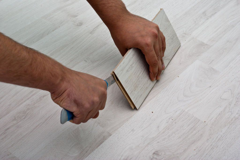 How to lay laminate flooring on concrete Laying laminate