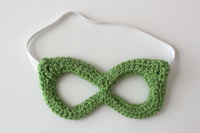Crochet super hero mask - Lindsay Haynie - free pdf pattern