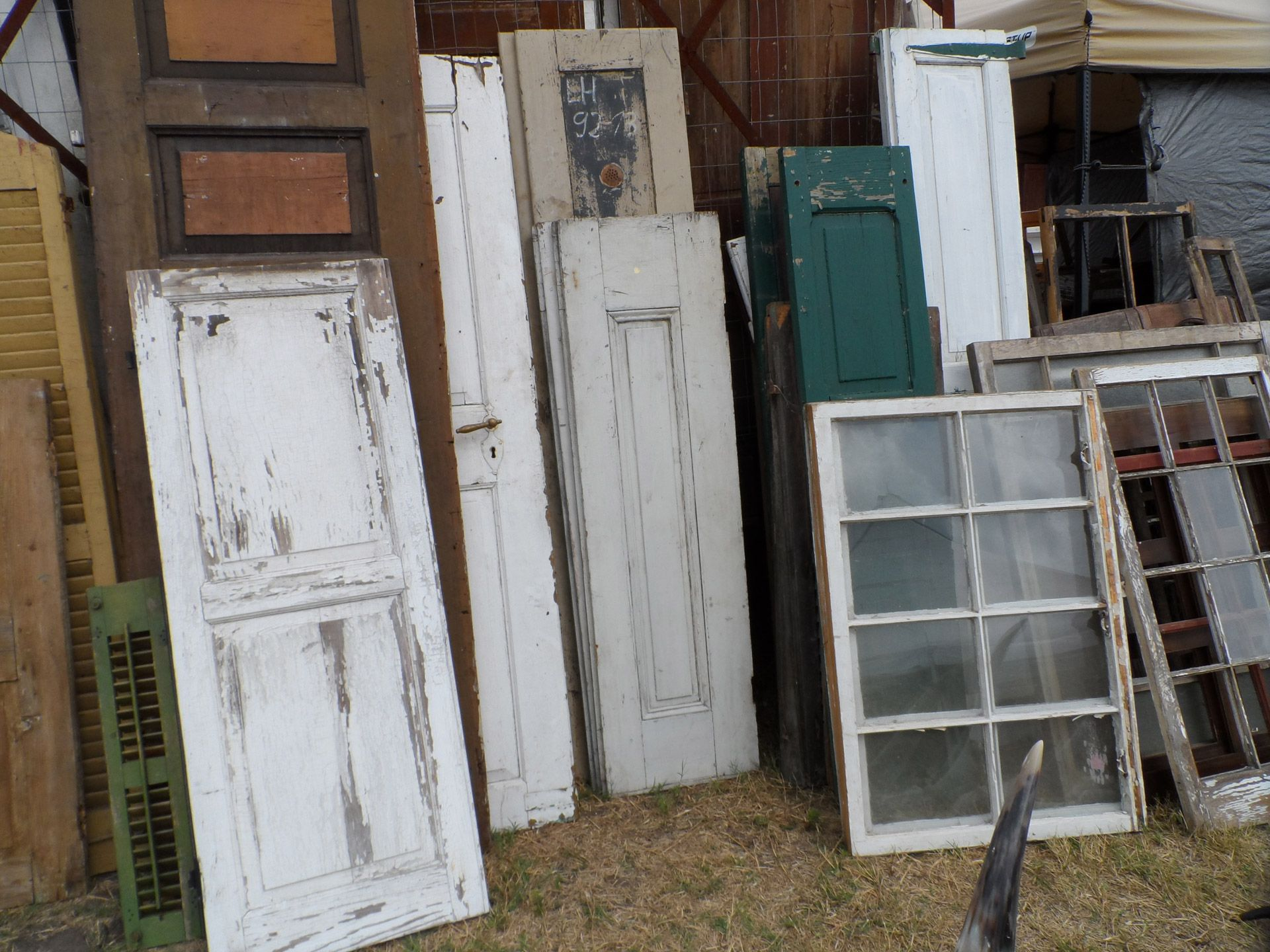 Vintage Windows and Doors & A Great Garden Shed Out Of Old Doors - http://www.homediyfixes.com/a ...