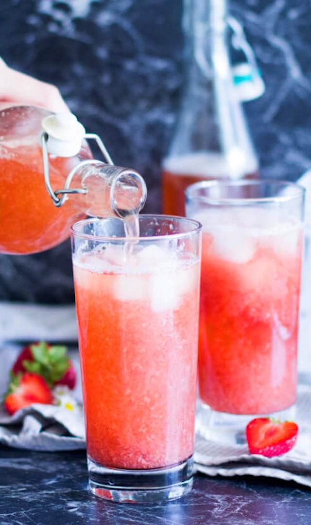 Erfrischender Erdbeer-Eistee ohne Zucker!