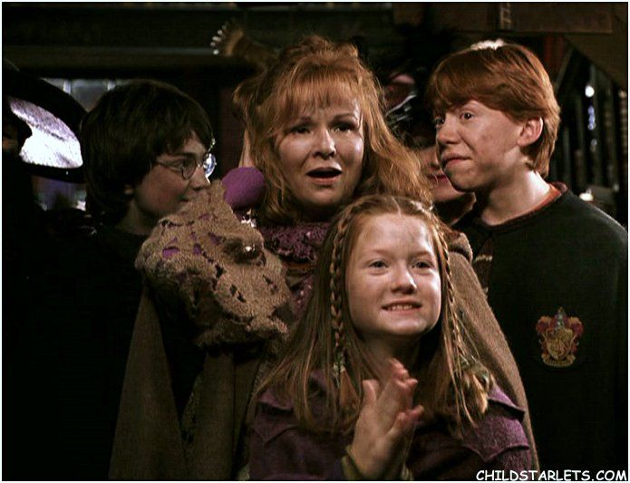 Ginny Mrs Weasley Ron And Harry In Flourish And Blotts Ron And Harry Harry Potter Obsession Harry Potter 2