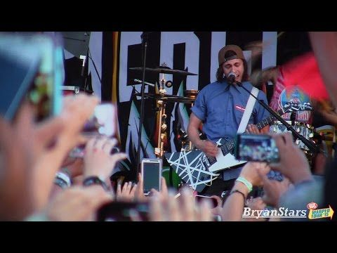 "Pierce The Veil - ""The Divine Zero"" Live in HD! at Warped Tour 2015 - YouTube"