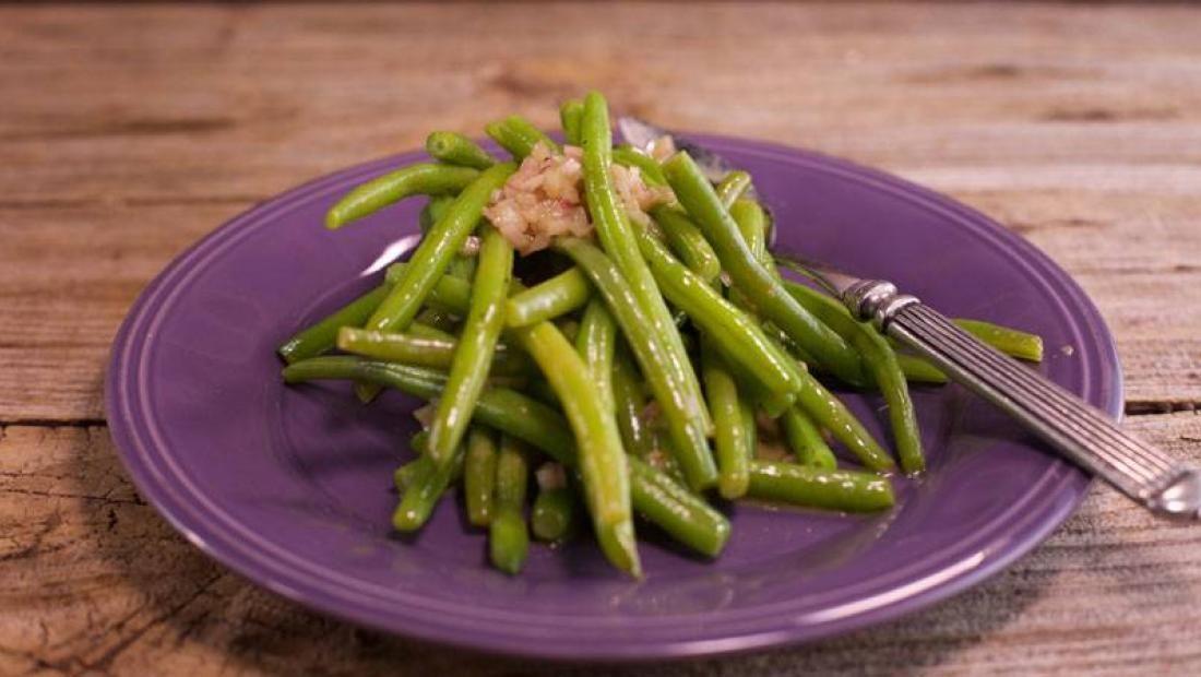 Valerie Bertinelli's Green Beans with Shallots #valeriebertinellirecipes