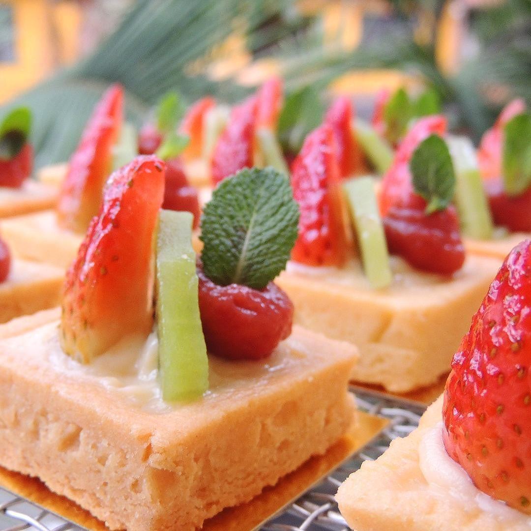 No les provocan estas #tartaletasdefrutas para el postre de hoy???? #tartaletas #tartles #fruittart #postres #postresmedellin #catering #cateringmedellin #eventos #eventosmedellin #bodas #bodasmedellin #mesadedulces #sweettable #candybar #foodporn #instafood #foodgram #foodphotography #foodie #instadessert #theartofplating #cheftalk #dessertmasters by cocinart_catering