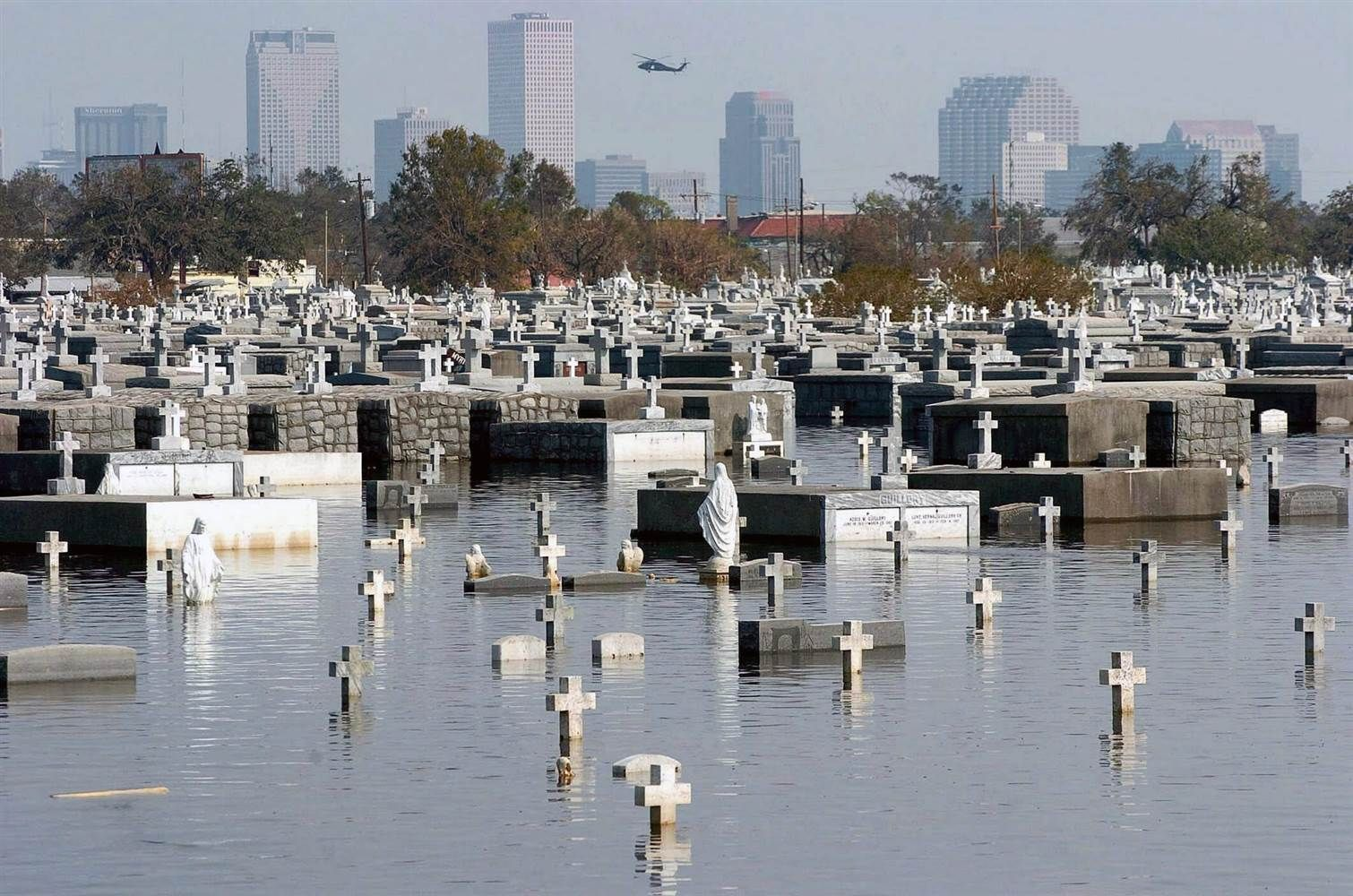 The Metairie Cemetery Flooded After Hurricane Katrina Hit New Orleans Description From Teles Metairie Cemetery Hurricane Katrina Hurricane Katrina New Orleans