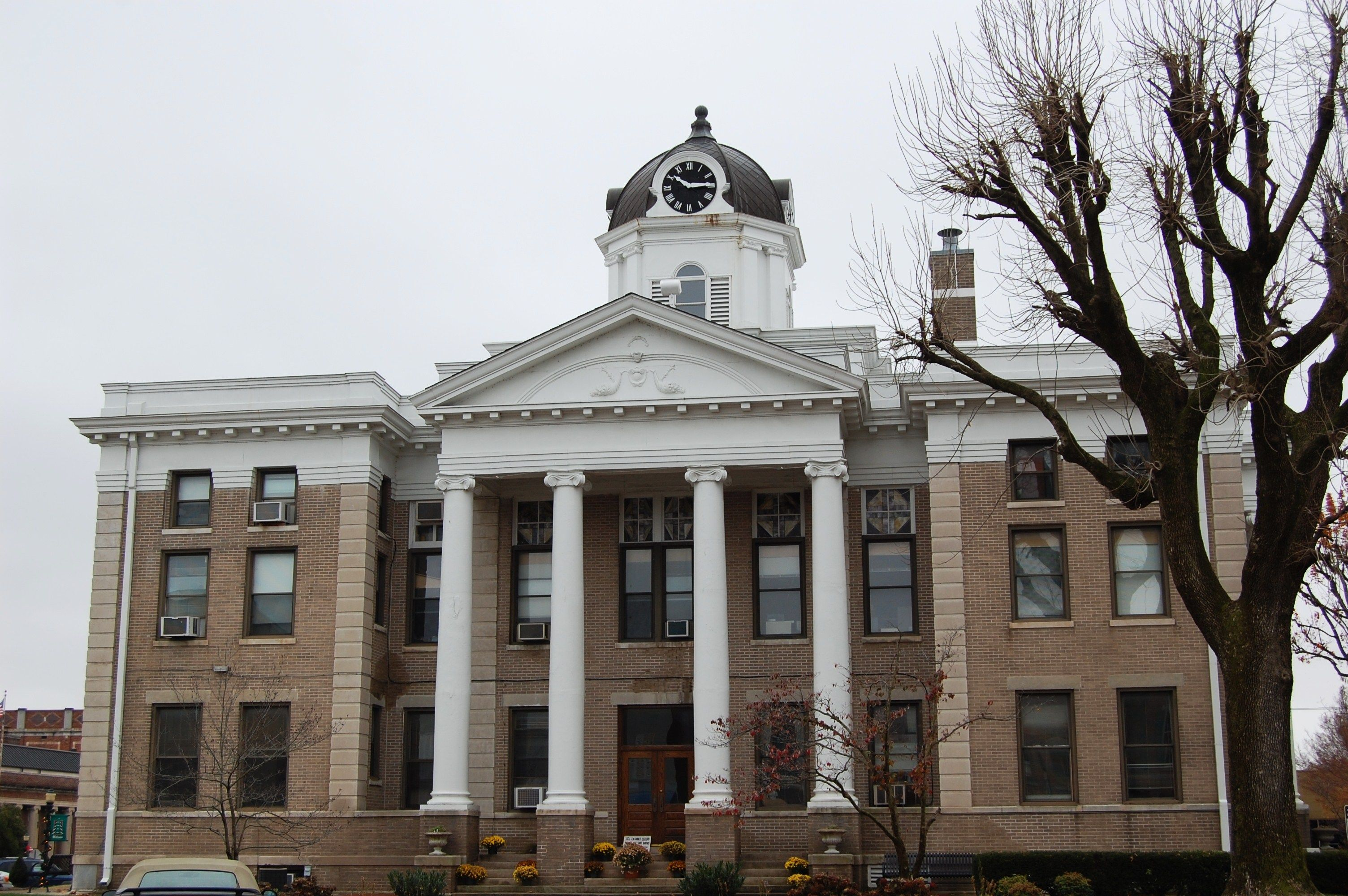 Calloway County Courthouse House styles, Courthouse
