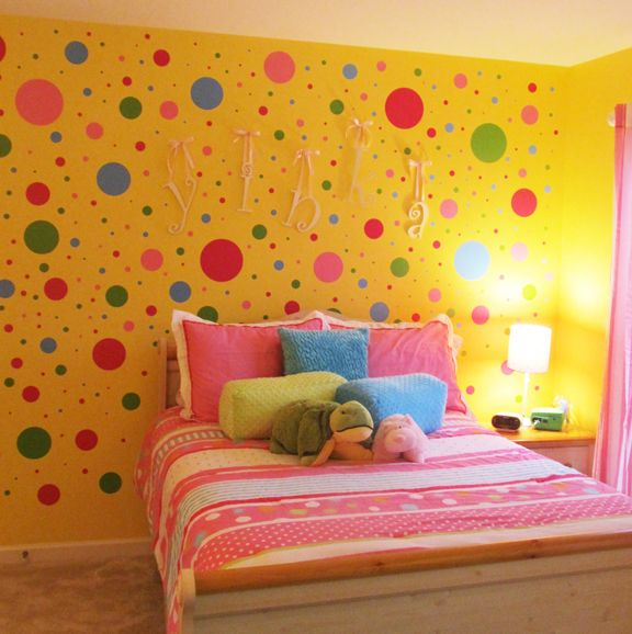 18 Bedroom Walls with Polka Dots and Circles