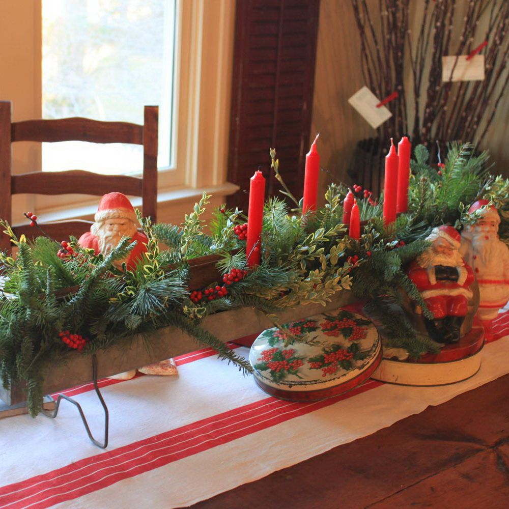 Fantastic Natural Christmas Table Decorations With Green Leaves And Red Candles