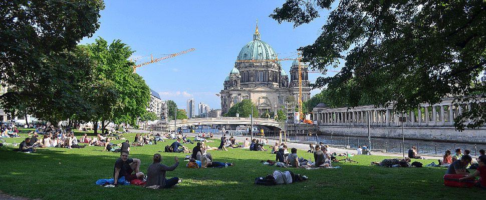Monbijoupark In Berlin Berlin Museum Insel Hackesche Hofe
