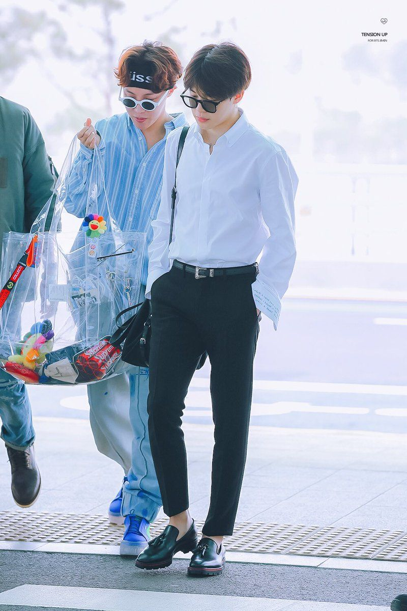 Jimin be looking like some rich business man and Jhope like his