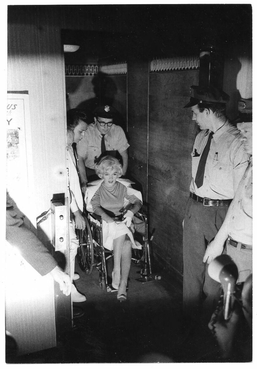 Marilyn leaving Manhatten Polyclinic Hospital after gallbladder surgery, July 11, 1961.