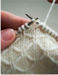 Fabriquer un gilet bébé de 1 an avec un tricot en nid d'abeille   – Tricotat