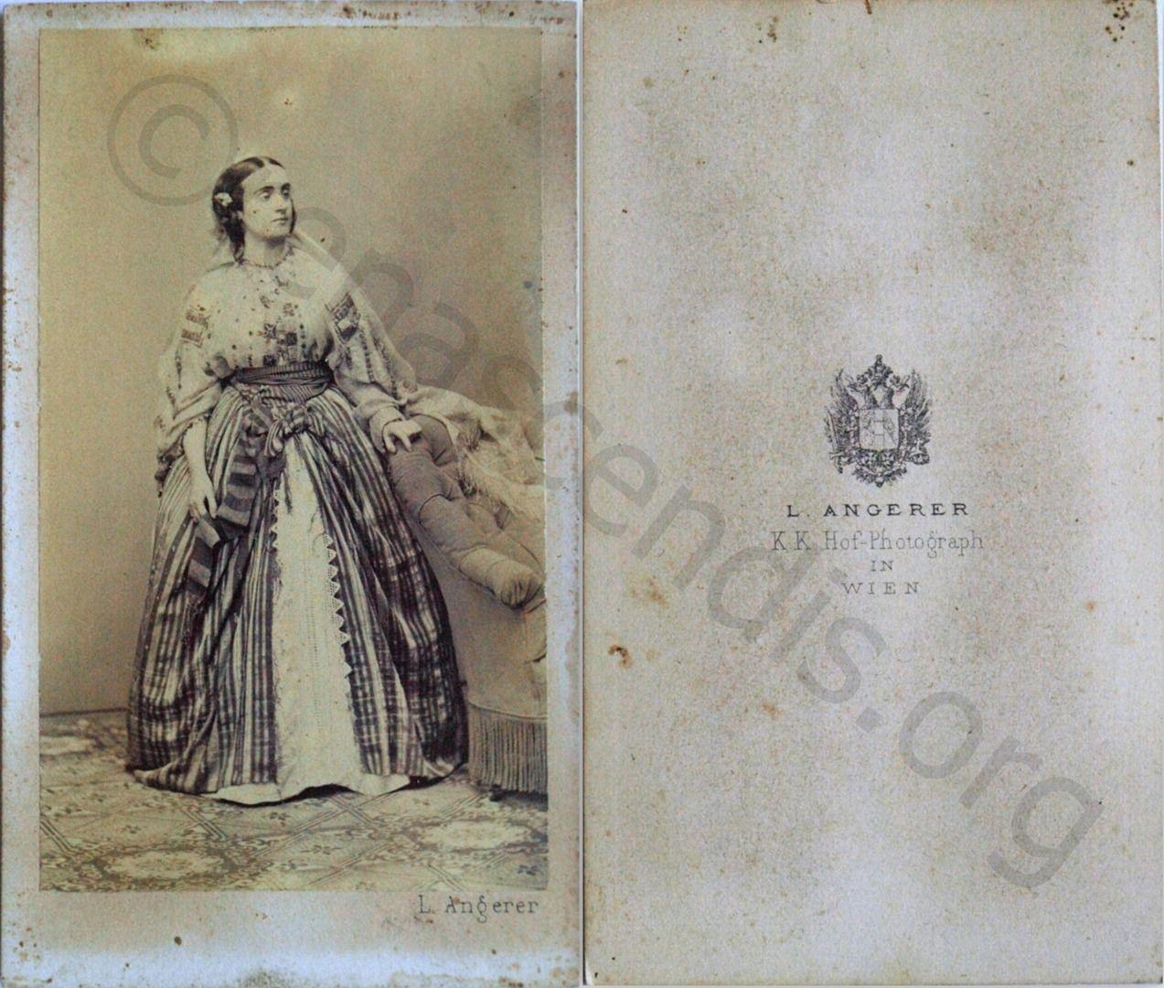 Fotografie, portret de femeie în vestimentaţie sud-est europeană, atelier Ludwig Angerer, circa 1861-1862, Viena, Austria, 6,2x10,5 cm