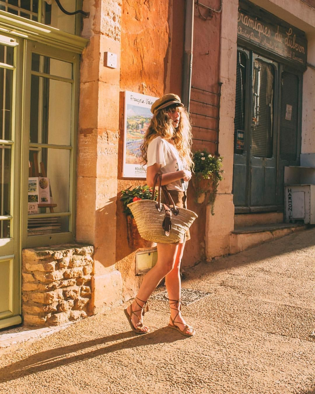 456 отметок «Нравится», 24 комментариев — Alexe Bec 🇫🇷 (@alexebec) в Instagram: «Casually wandering down the streets of my favorite village located in the south of France a few…»