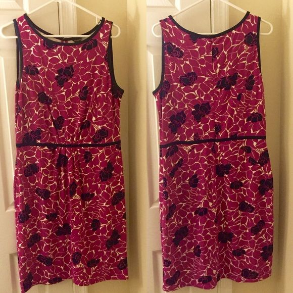 """FINAL PRICE: Ann Taylor stretch floral dress Cute dress by Ann Taylor. Magenta, navy and white floral pattern. Re-posh. Great condition. Fabric is stretchy. Size 12. 40"""" long. Back zipper. Machine washable! No trades -- price firm. Ann Taylor Dresses"""