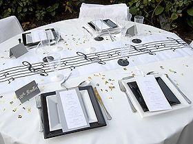 Décoration de table thème musique, Le Chemin de Table Intissé blanc ...