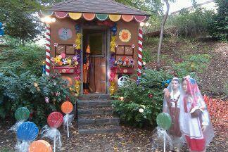 Hansel And Gretel Halloween Yard Displays Halloween Haunted Houses Easy Halloween Decorations