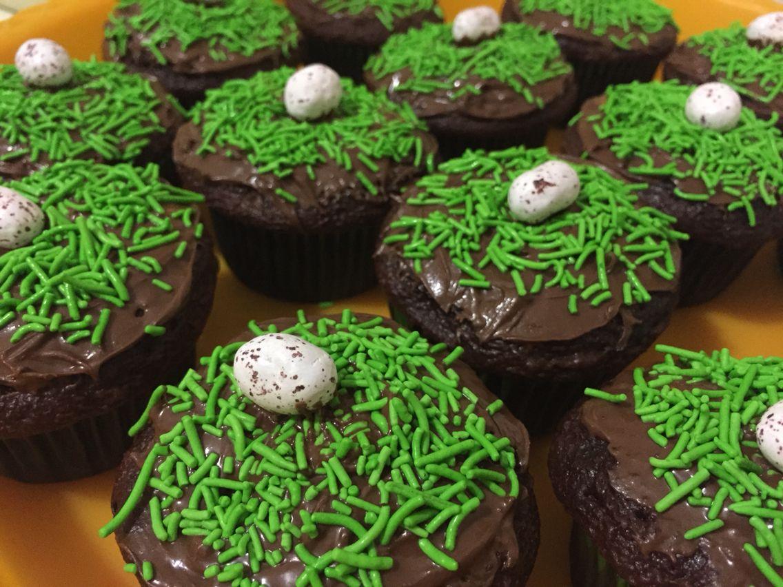 Cupcakes temáticos huevos de dinosaurios