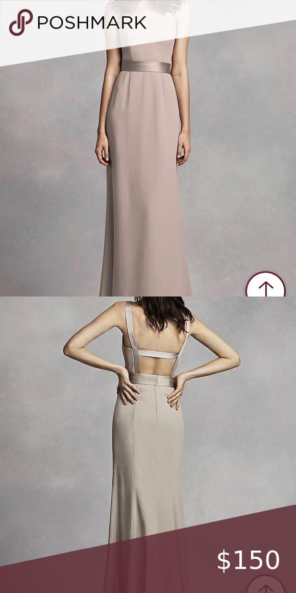 Vera Wang Crêpe-Kleid mit langem V-Ausschnitt und offenem Rücken NAGELNEU !! Ungetragen. Beautifu …