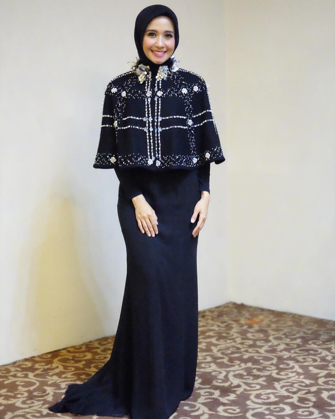 10 Gaya Hijab Laudya Cynthia Bella Yang Bikin Adem Sederhana Dan