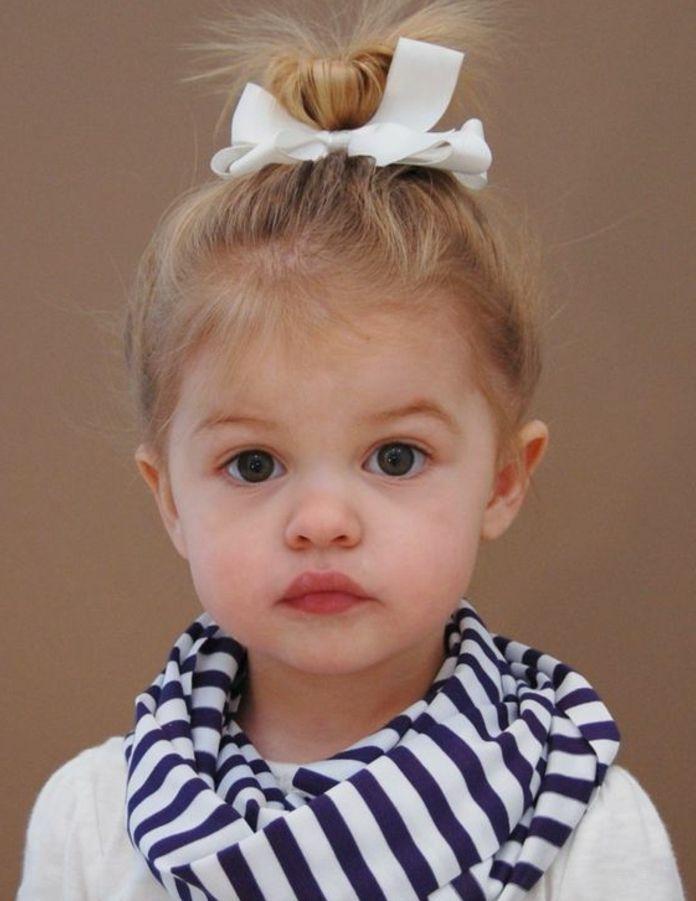 Coiffure bébé fille des idées faciles pour 1 et 2 ans