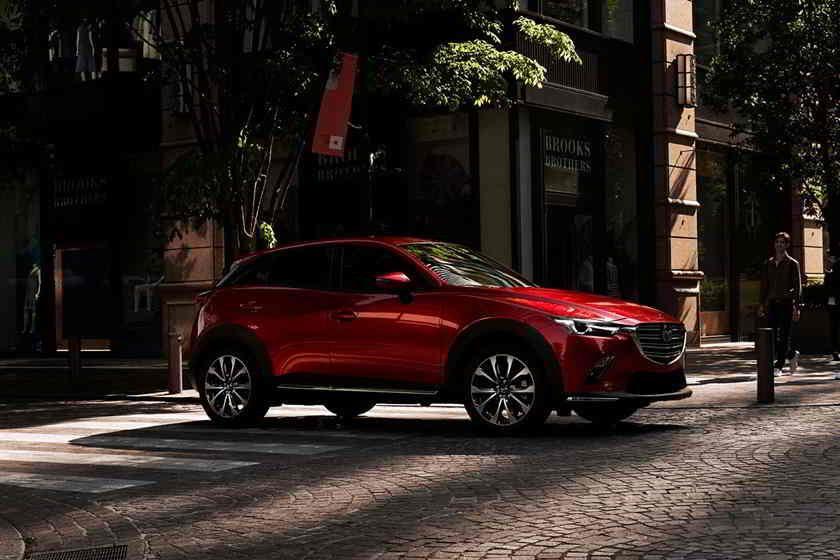 مازدا Cx 3 2020 الجديدة توفر معالجة جذابة وتسارع جيد وإقتصاد جيد للوقود لكنها تصنف في منتصف تصنيفات فئة سيارات الدفع الرباعي نظرا للم In 2020 Mazda Mazda Usa Mazda Cx3