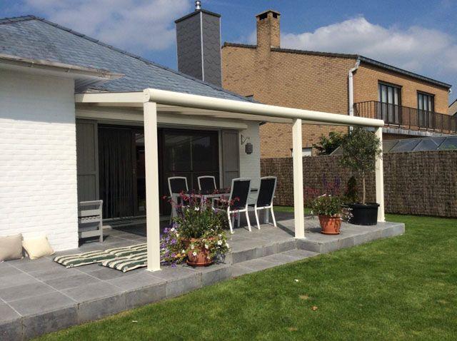 Overdekt terras buiten met gumax terrasoverkapping modern in mat