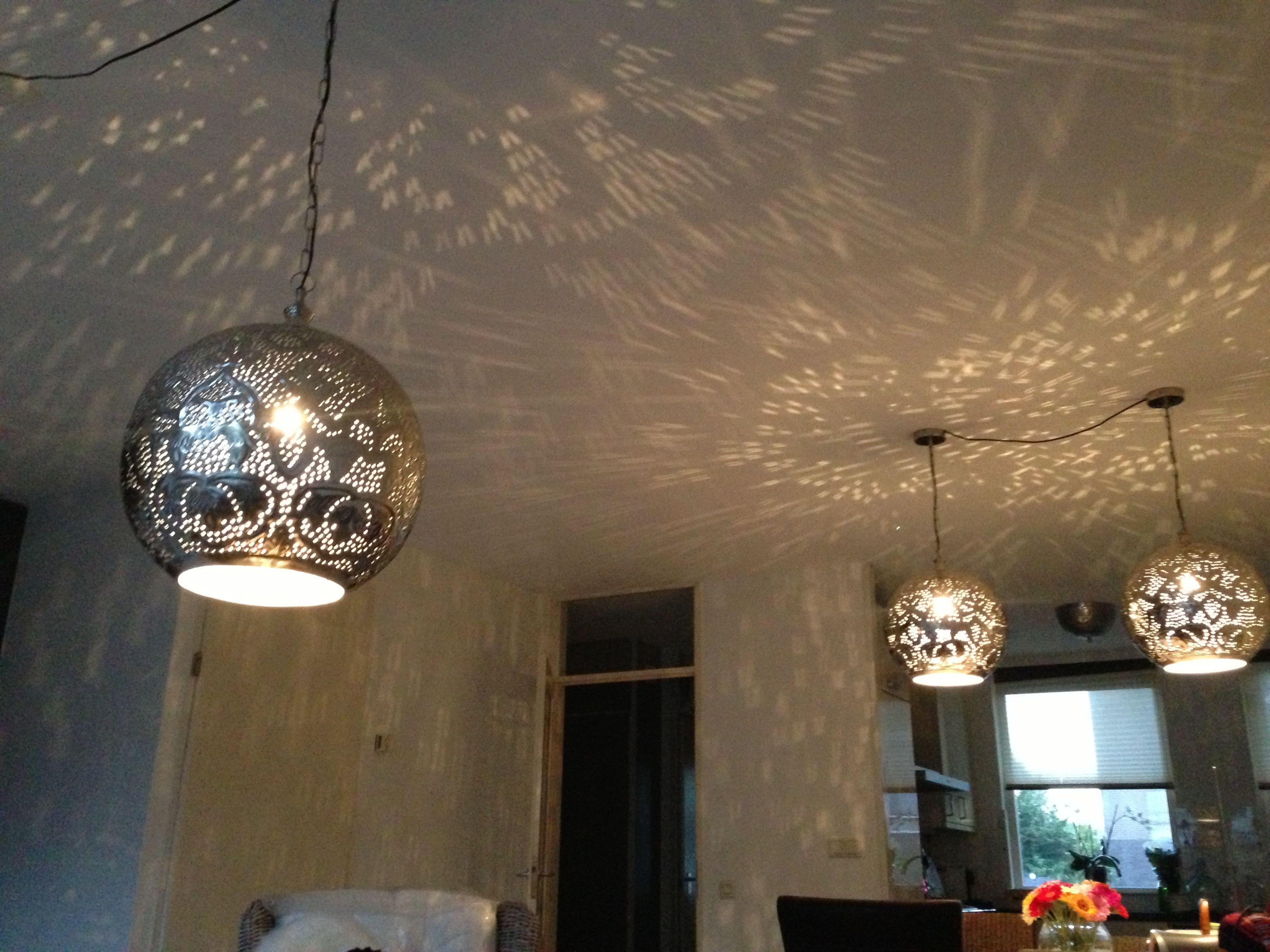 Lampen met gaatjes geeft een leuk effect!