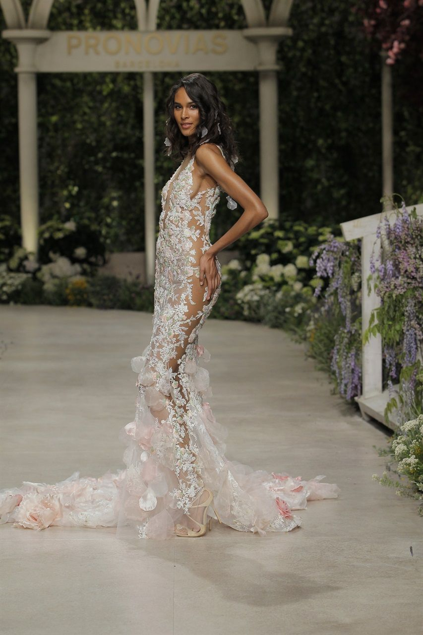 Wedding gowns for see the trends from bridal weeks foto