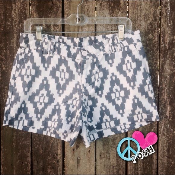 Navy & White Aztec Print Linen Shorts Magellan ➿ Aztec Print  Navy & White  Linen Shorts Size 4 or Measures at 27'W X 4' Inseam  ➿ 2 Sided Front Pockets / 2 in back  Light Weight Summer Linen in Perfect Condition ➿  NO TRADE Magellan Shorts Bermudas
